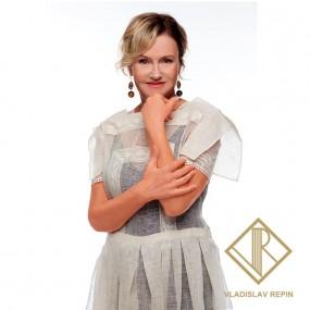 Ирина Розанова. Платье из льняного батиста с отделкой из филейного кружева