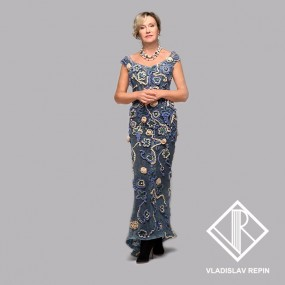Ирина Розанова. Платье из кружева с объёмной апликацией из цветов, расшитых жемчугом