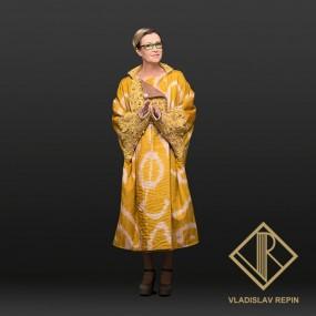 Ирина Розанова. Пальто из абровой ткани, ручной работ (адрас), отделкой из шелкового бархата и кружева расшитого бисером , стеклярусом и металлической фурнитурой