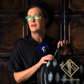 Ирина Розанова. Круглая сумка «Этник» из абрового шёлка ручной работы и натуральной кожи.
